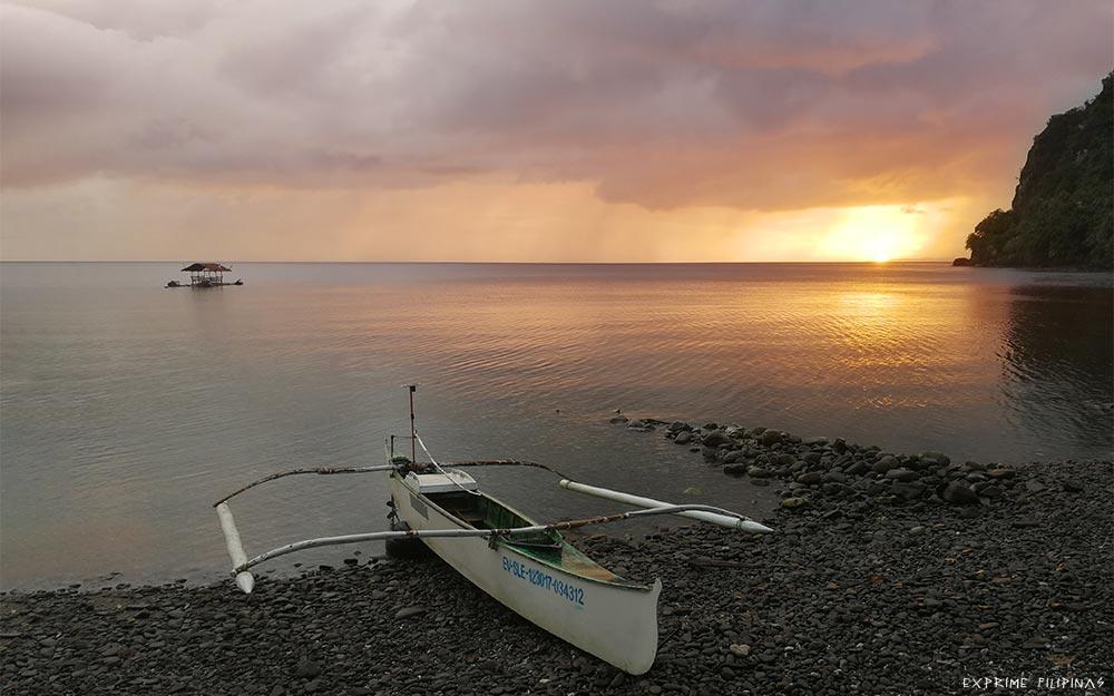 Playa del tiburón ballena en Pintuyan, Filipinas